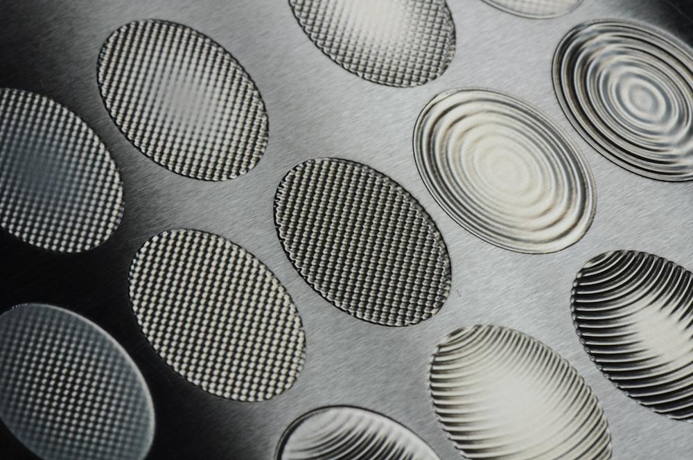 Polijsten en structureren met één laserbewerking