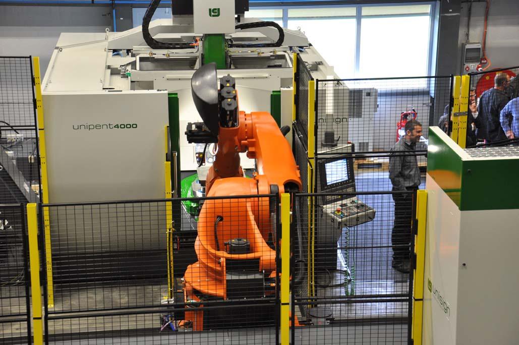 Unisign: machine in robotcel blijft gewoon toegankelijk
