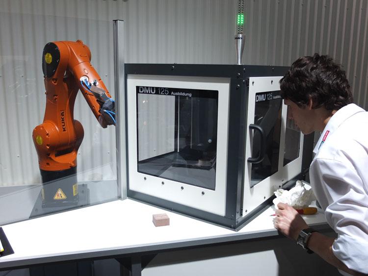 Niet te koop: DMU 125 met robotbelading