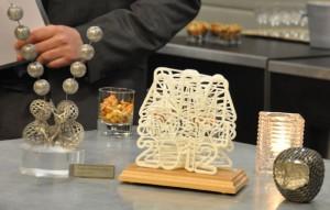 Uiteraard is er aandacht voor 3D printen. Op de foto voorbeelden van zowel kunststof als metalen producten.