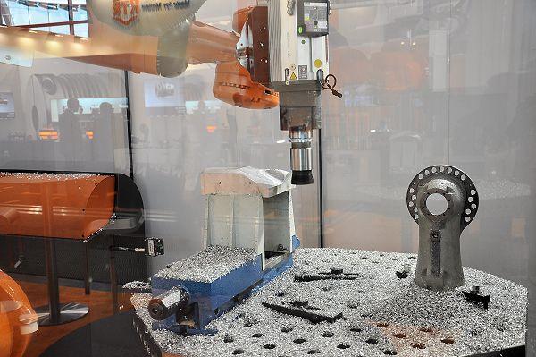 Siemens en Kuka: robotfrezen kansrijk, Run MyRobot vereenvoudigt robotprogrammering