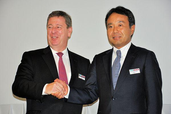 De beide topmannen van het concern, dat nu volledig opgaat in DMG Mori Seiki Co Ltd. De foto is gemaakt op de EMO 2013.