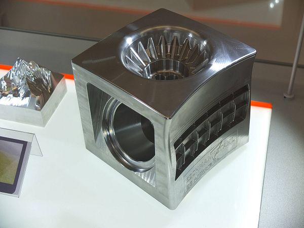 De Mikron HSM 400 U LP leent zich voor het spiegelglad frezen van oppervlakken.