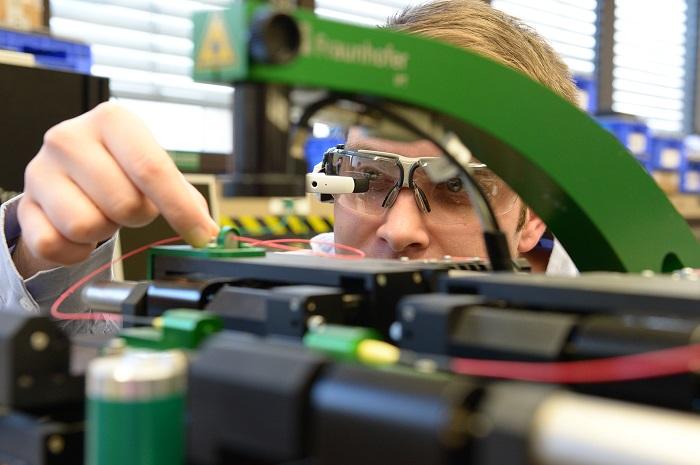 Slimme bril voor machinebediener