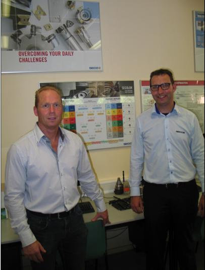 Bert Godeke van Seco Tools  (rechts) bij het RTC Hardenberg. Links Andre Heijne van het RTC.
