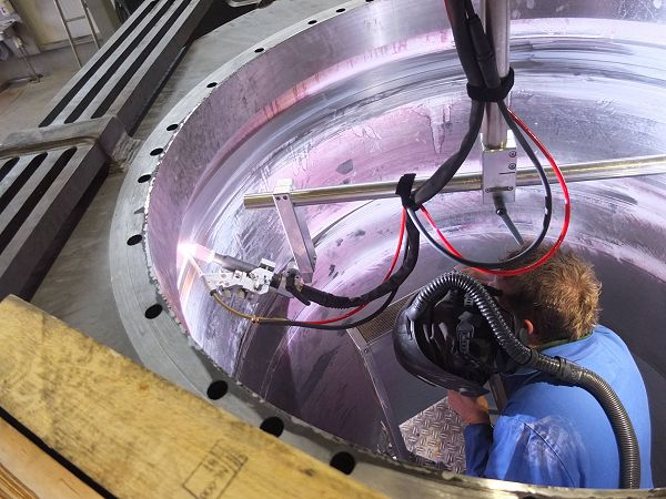Machinefabriek Boessenkool investeert in medewerkers én in technologie. Wie 11 september Jan Bolk gaat feliciteren, kan de recente uitbreidingen aan de Turfkade in Almelo met eigen ogen zien.