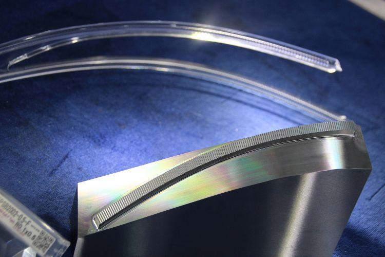 LED-verlichting dwingt matrijzenmakers grenzen microfrezen te verleggen