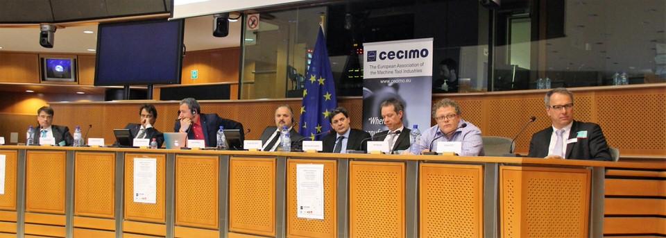 Tijdens de conferentie in het EU-parlement gaven onder andere diverse kopstukken uit de AM-industrie hun visie op wat nodig is zodat de maakindustrie 3D printen breder gaat toepassen.