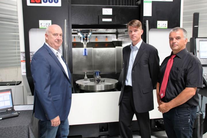 Van links naar rechts Kees Karsten (Dormac CNC Solutions), Guido Florussen (IBS Precision Engineering) en (Dormac)