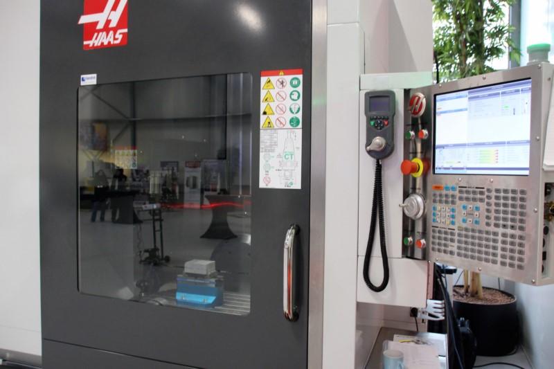 De nieuwe besturing op de UMC 750 maakt tweerichting communicatie tussen de machinebesturing en bijvoorbeeld ene robotcel mogelijk. Hierdoor nemen automatiseringsmogelijkheden verder toe.