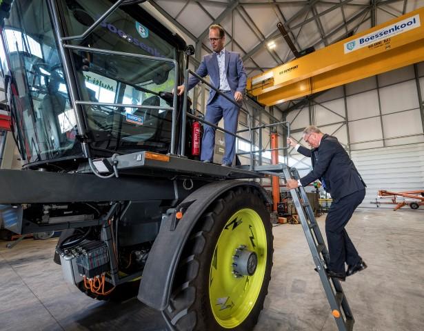 Machinefabriek Boessenkool overtuigt minister Kamp: innoveren looont
