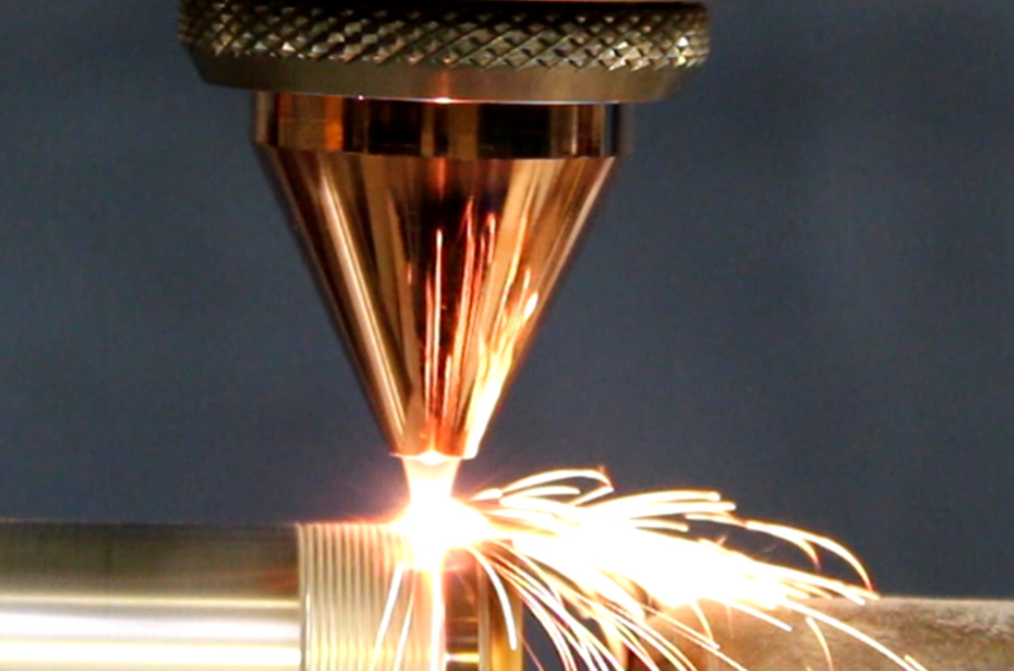 Snelle schakelaar sluit poedergasstroom lasercladden af binnen 200 ms