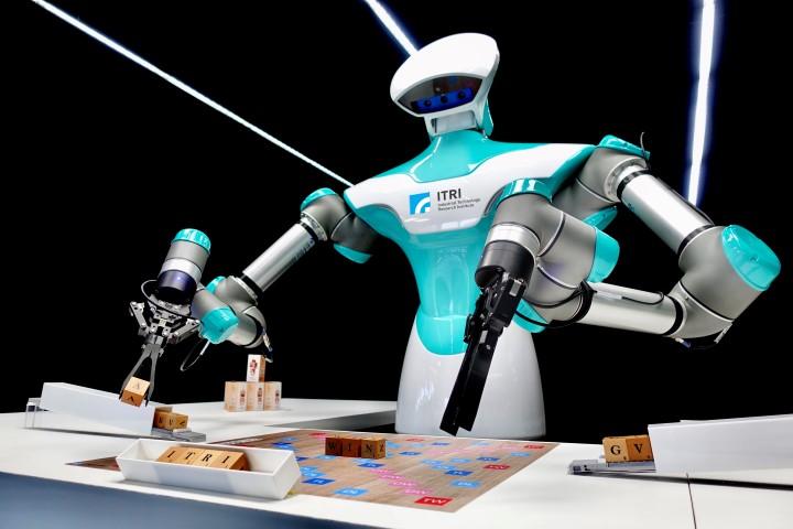 Slimme cobot van ITRI speelt scrabble met CES-bezoekers