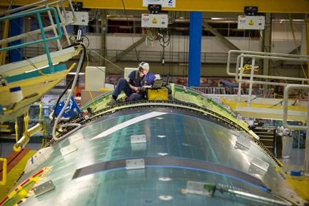 De geautomatiseerde productie van de vleugel van een Boeing 777.